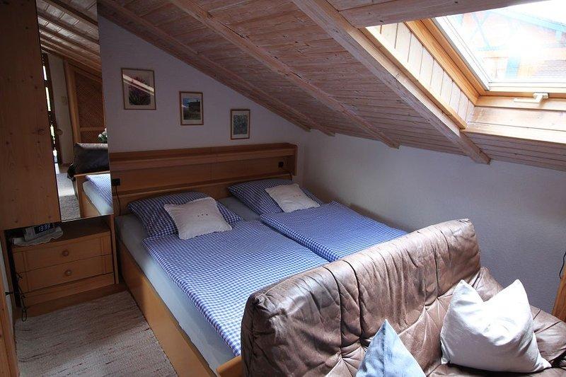 Ferienwohnung Haus Christel, 1. OG, ca. 32 qm, Balkon mit Bergblick-Schlafzimmer