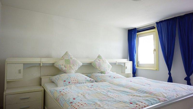 Ferienwohnung Maria, 60qm mit 2 Schlafzimmer für max. 3 Personen, casa vacanza a Albstadt