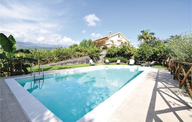 6 Zimmer Unterkunft in Santa Venerina (CT), vacation rental in San Leonardello