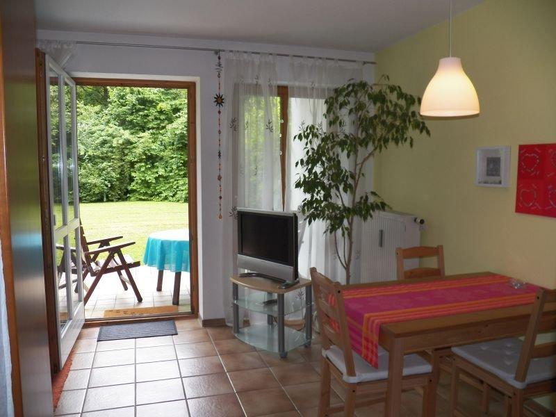 Sonnige Ferienwohnung mit Terrasse für 2 Personen, holiday rental in Bad Reichenhall