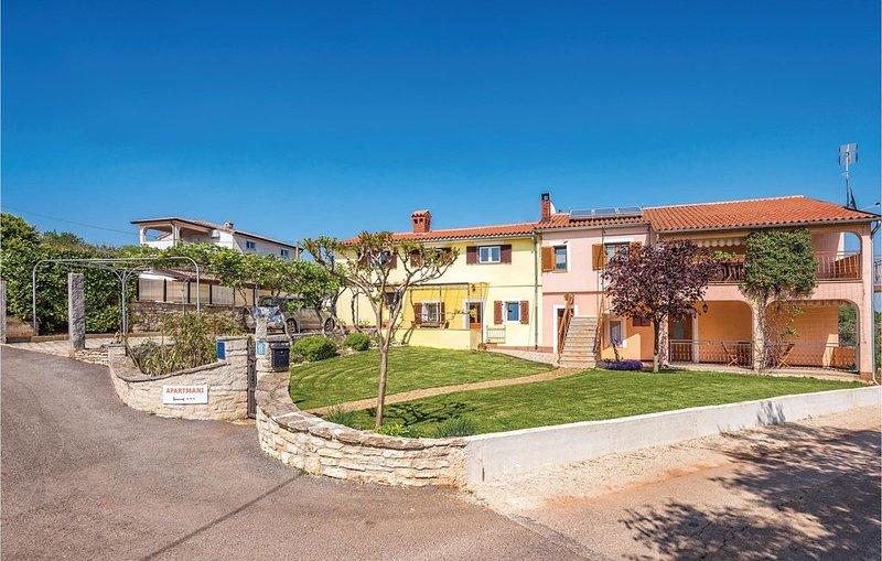 2 Zimmer Unterkunft in Kastelir, holiday rental in Baldasi