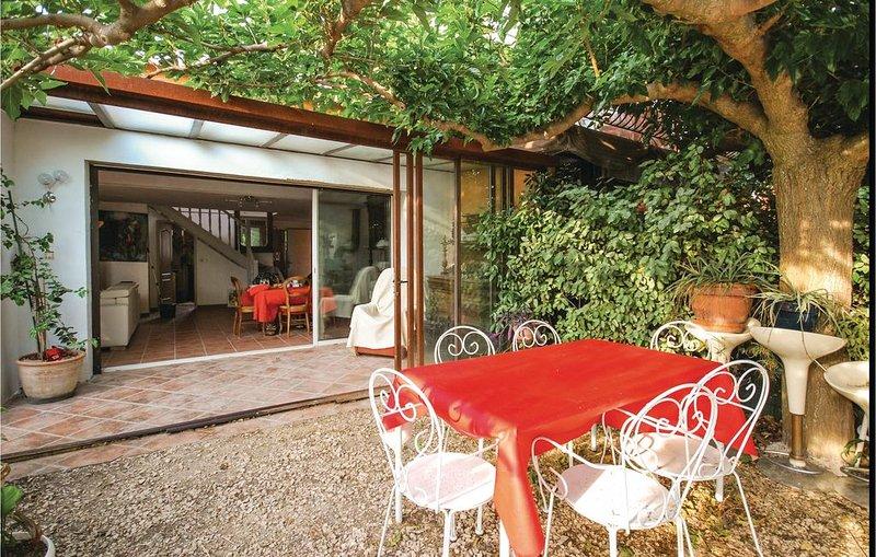 3 Zimmer Unterkunft in La Cadière D'Azur, vacation rental in Cuges-les-Pins