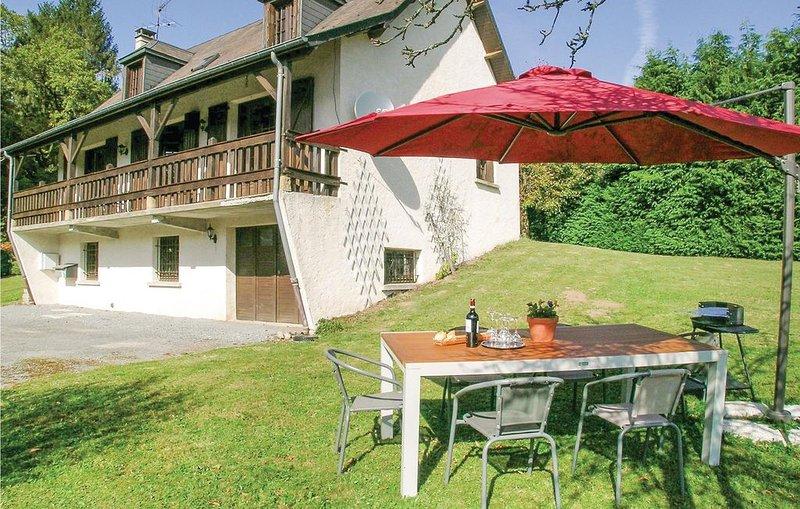 4 Zimmer Unterkunft in Tarnac, holiday rental in Felletin