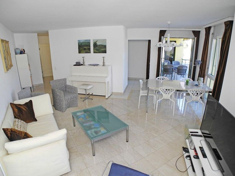 Sehr zentral gelegene, moderne und geräumige3,5-Zimmer Wohnung im 3., location de vacances à Lac Majeur