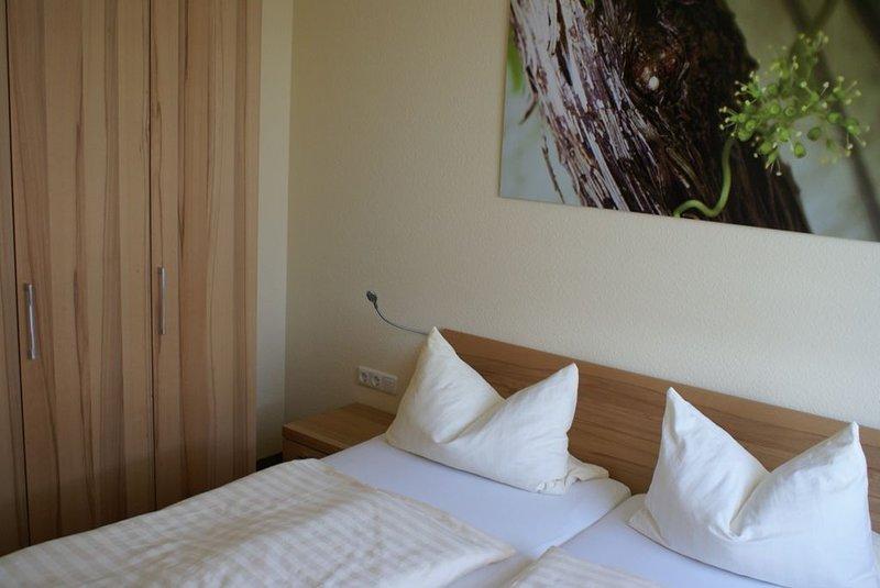 Ferienwohnung mit großzügiger Einrichtung und separatem Schlafzimmer, holiday rental in Lower Franconia