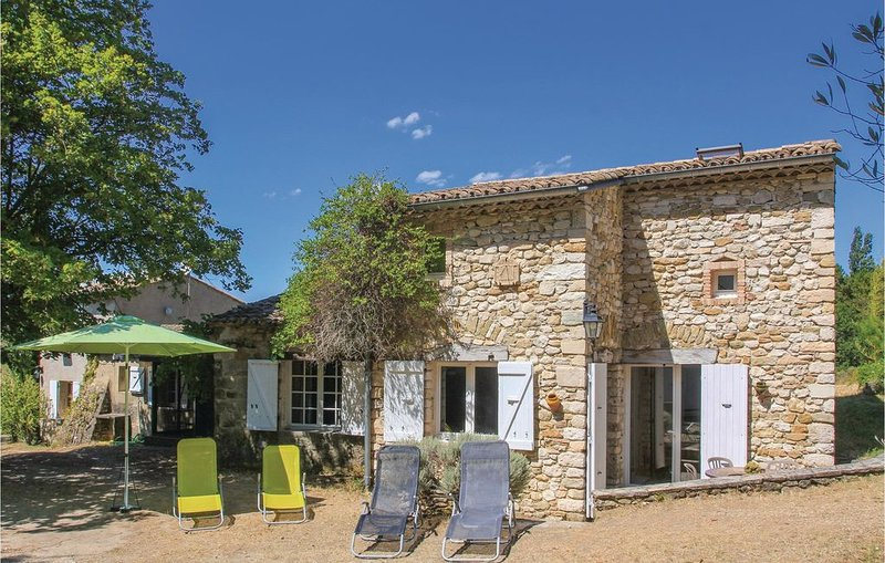 5 Zimmer Unterkunft in La Begude-De-Mazenc, vacation rental in Puy-Saint-Martin