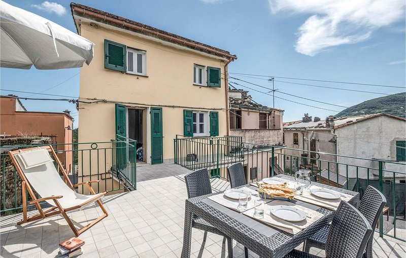 3 Zimmer Unterkunft in Villa Rovereto -GE-, holiday rental in Province of Genoa
