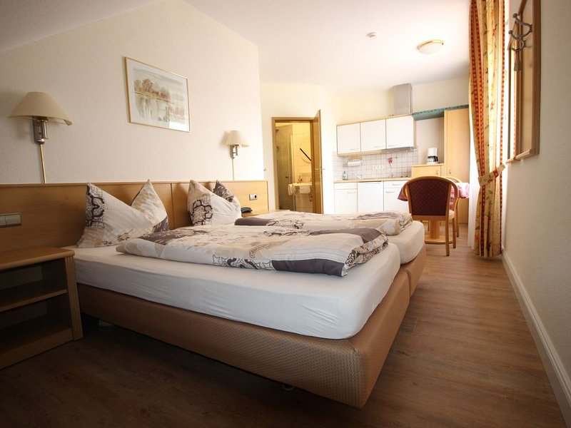 Idylisch gelegenes Ferienappartement mit Blick Richtung Mainfähre, holiday rental in Volkach