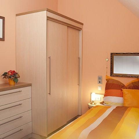 Große Ferienwohnung 2 im Dachgeschoss (36qm) mit Balkon-Schlafzimmer