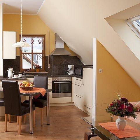 Große Ferienwohnung 2 im Dachgeschoss (36qm) mit Balkon-Ess- Wohnbereich