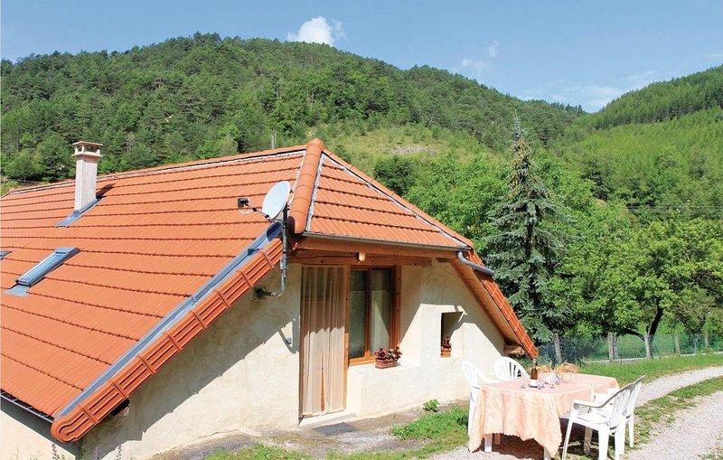 2 Zimmer Unterkunft in Glandage, holiday rental in Saint-Roman
