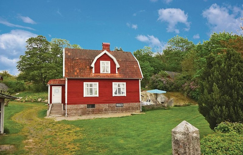 3 Zimmer Unterkunft in Bräkne-Hoby, holiday rental in Ronneby