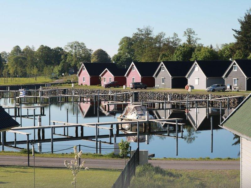 Skandinavisches Ferienhaus 2. Reihe zum Wasser für 6 Personen, vacation rental in Biesenthal