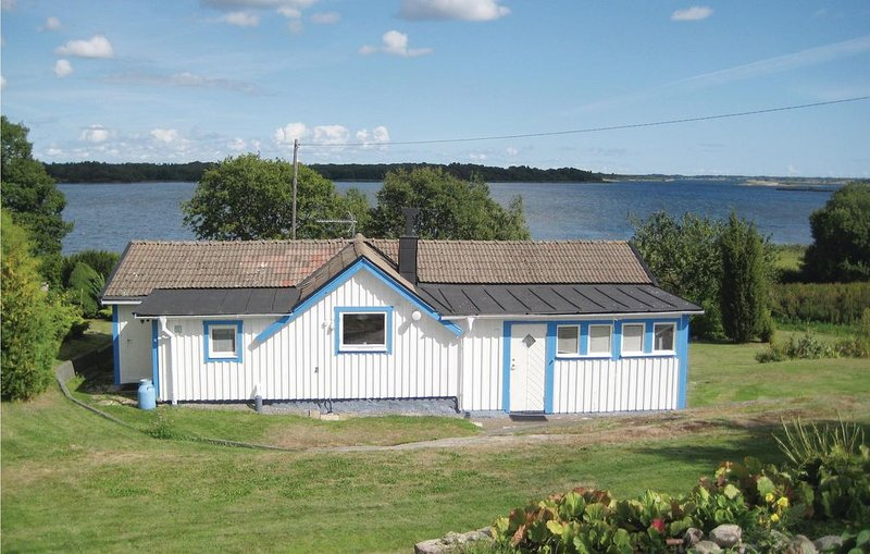 1 Zimmer Unterkunft in Sturkö, holiday rental in Listerby
