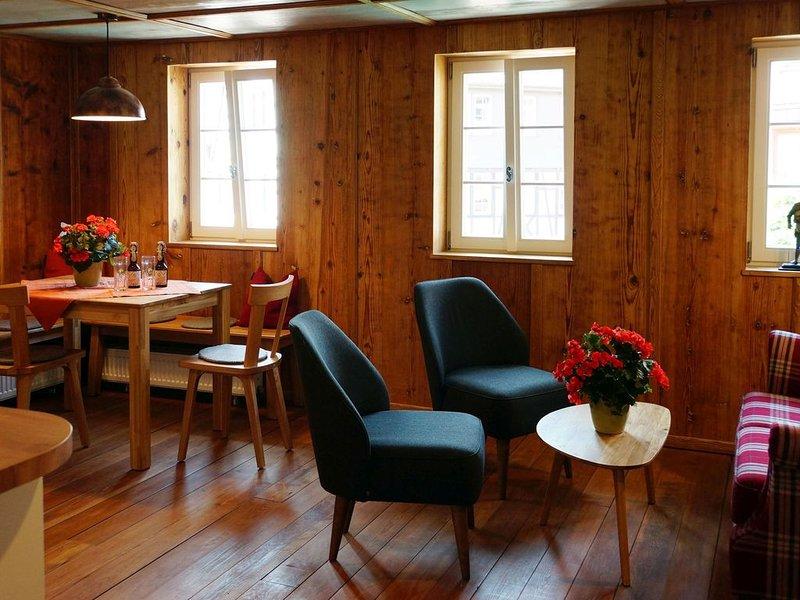 Ferienwohnung im Denkmal 2, 70qm, 2 Schlafzimmer, Terrasse, max. 4 Personen, holiday rental in Alpirsbach
