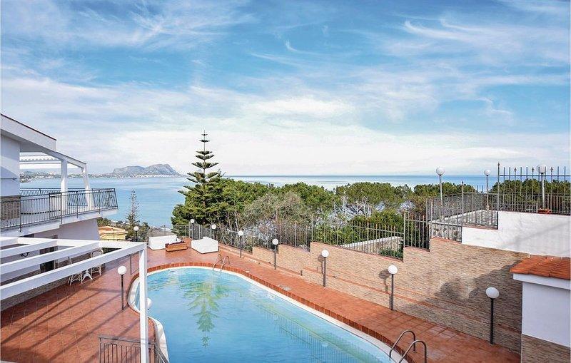 6 Zimmer Unterkunft in Torre Colonna Sperone, holiday rental in Torre Colonna-Sperone