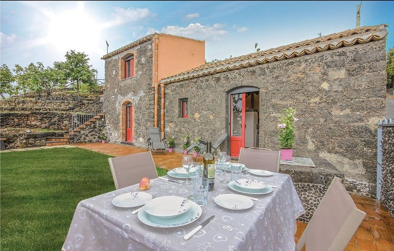 2 Zimmer Unterkunft in S.Alfio  (CT), vacation rental in Mascali