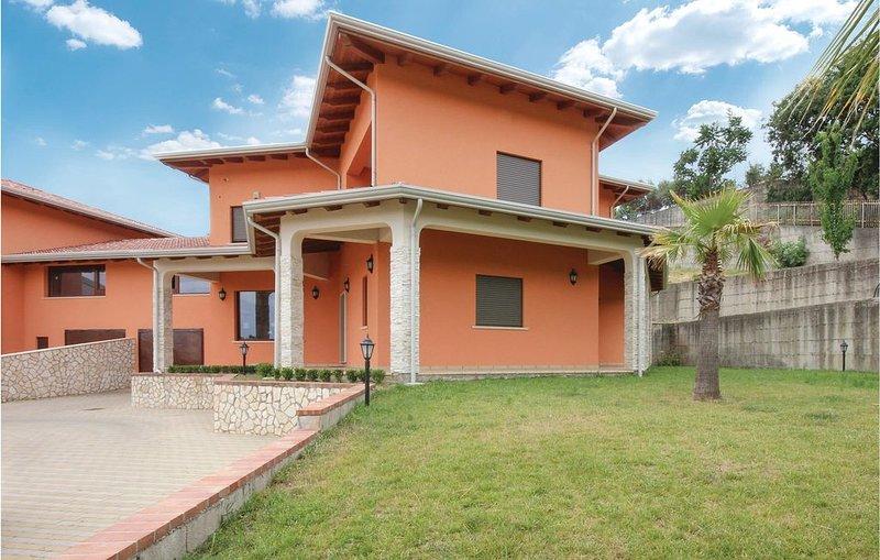 6 Zimmer Unterkunft in Rende -CS-, holiday rental in Dipignano
