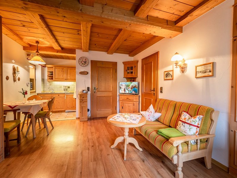 -3- Appartement (23qm), Balkon, Kochnische, 1 Wohn-/Schlafzimmer, max 2 Pers, WL, holiday rental in Ruhpolding