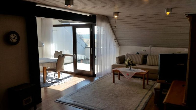 2-Zimmer-Wohnung 'Alpenblick', 75qm, 1 Schlafzimmer, max. 4 Personen, aluguéis de temporada em Bonndorf im Schwarzwald