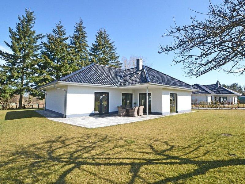 Das moderne, hundefreundliche  Parterrehaus mit 125 m² Wohnfläche, Terrasse und, holiday rental in Katschow
