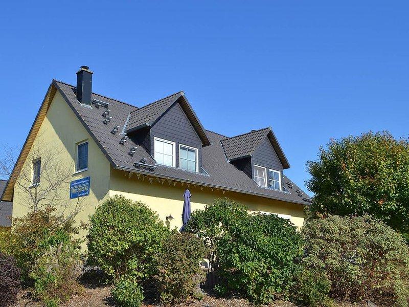 Villen am See - Doppelhaushälfte Golfblick, holiday rental in Katschow