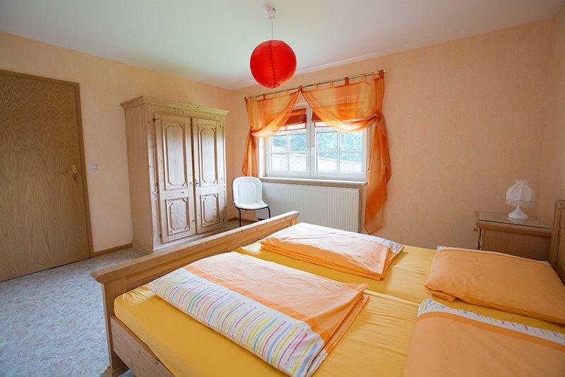 Ferienwohnung, 90 qm, 2 Schlafzimmer, max. 4 Erwachsene und 2 Kinder, holiday rental in Friesenheim