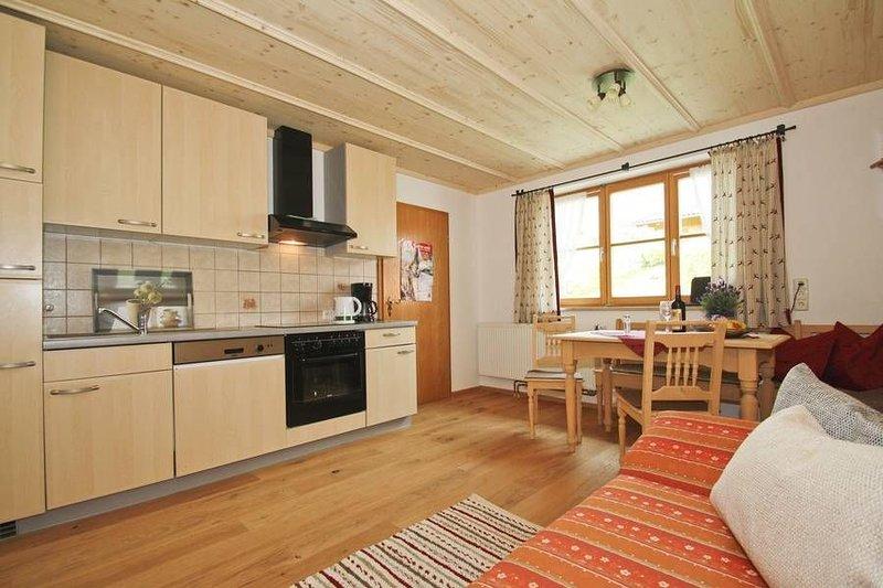 Ferienwohnung Farrenpoint mit 2 sep. Schlafzimmer, EG mit Terrasse, 60 qm, vakantiewoning in Fischbachau