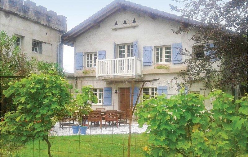 2 Zimmer Unterkunft in Charritte de Bas, casa vacanza a Laas