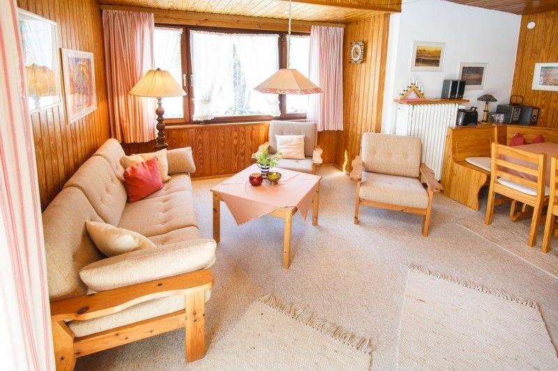 Ferienwohnung 2 OG (57qm), Balkon, Kochnische, 2 Schlaf- und 1 Wohnzi. max 4 Per, holiday rental in Ruhpolding