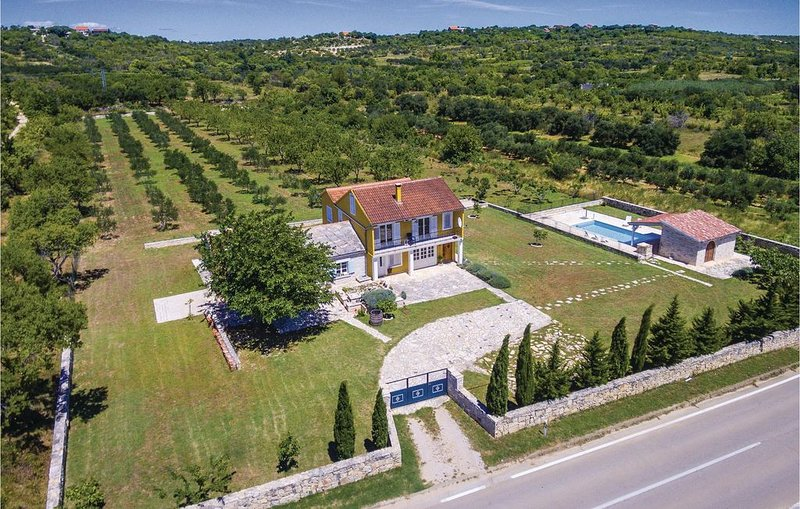 3 Zimmer Unterkunft in Bukovic, vacation rental in Benkovac