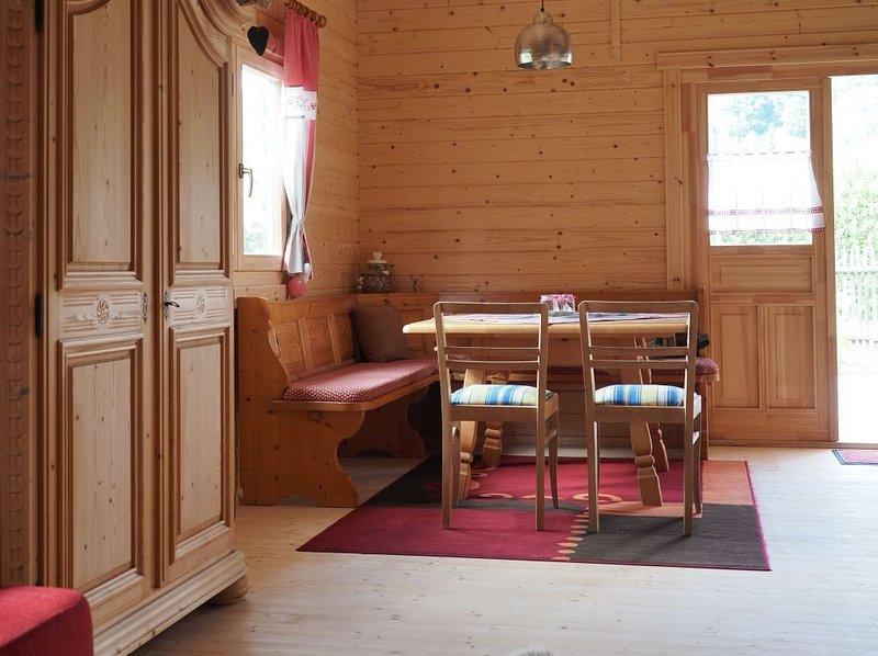 Gemütliches Holzhaus mit großem Garten und Terrasse, holiday rental in Kelheim
