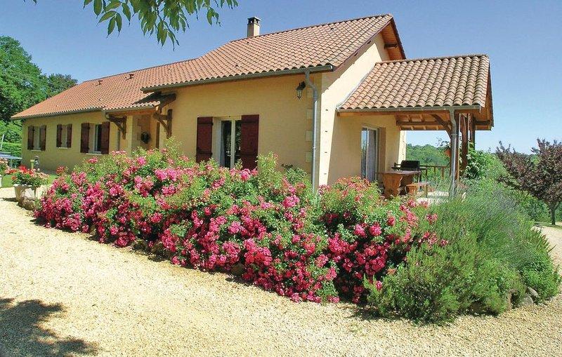3 Zimmer Unterkunft in Rouffignac, holiday rental in Rouffignac-Saint-Cernin-de-Reilhac