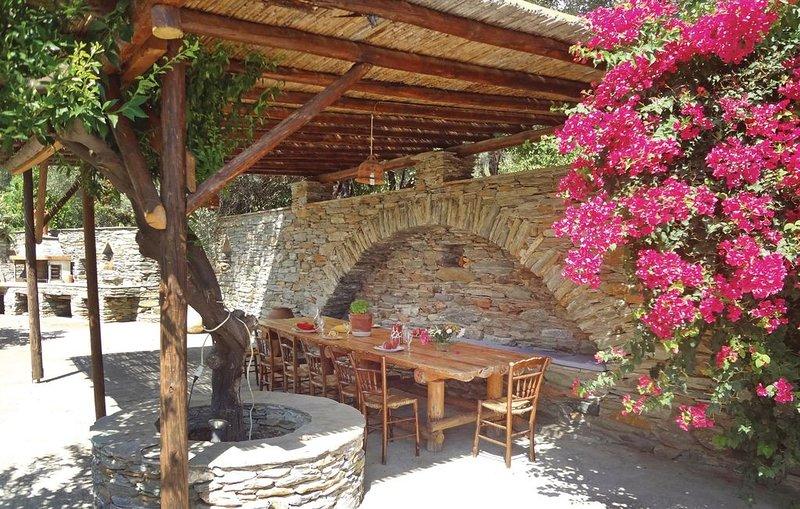 4 Zimmer Unterkunft in Stenies Andros, casa vacanza a Ahla Beach