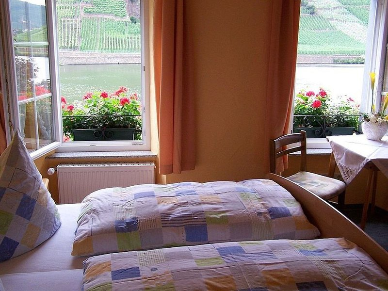 Doppelzimmer 2, 13qm, max. 2 Personen, vacation rental in Ellenz-Poltersdorf