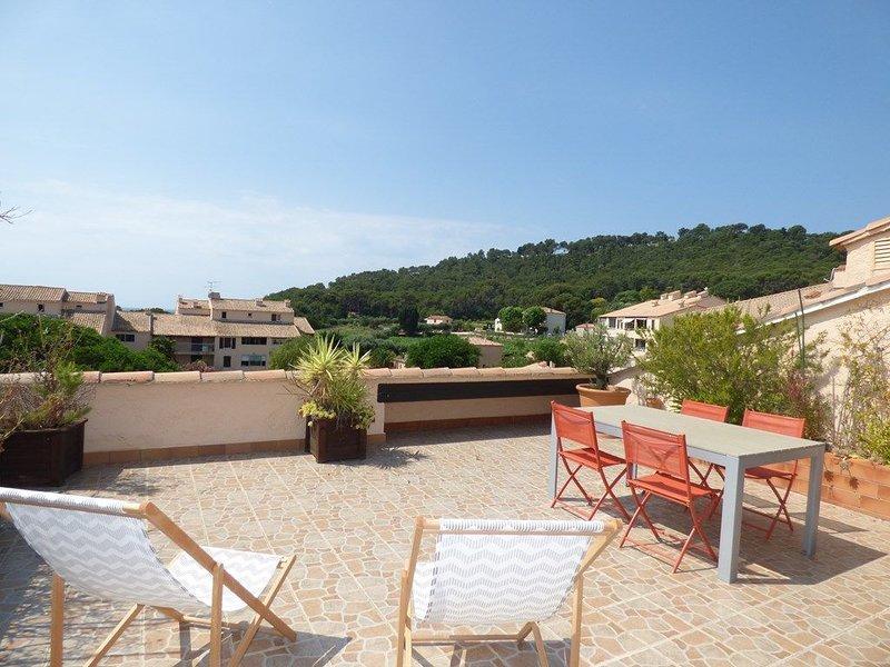 2 Chambres avec Grande terrasse de 25m² à 350M de la Plage, vacation rental in Saint-Mandrier-sur-Mer
