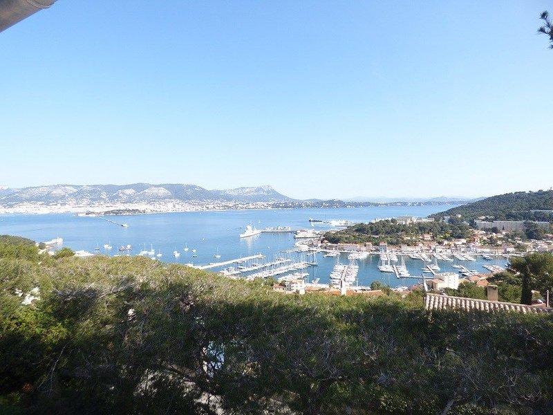 Haut de villa, Pleine vue mer, vacation rental in Saint-Mandrier-sur-Mer