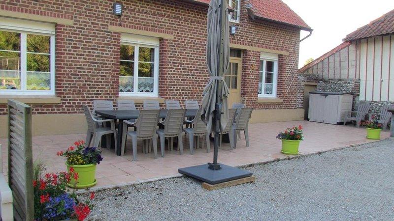 Hubersent : à 15 km de la mer à proximité de Montreuil sur Mer maison 10 personn, holiday rental in Bezinghem