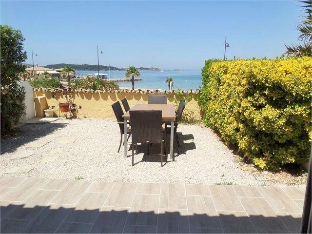 Plage en face, pleine vue mer, port à pieds, Terrasse de 40m²., holiday rental in Ile des Embiez