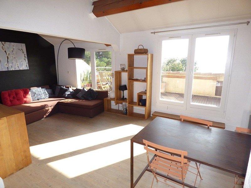 Appartement contemporain de 2 chambres avec superbe vue mer., holiday rental in Tamaris-sur-Mer