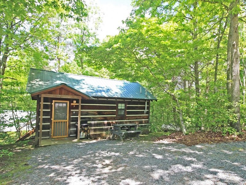 The Cabins at Copperhill - Cabin #3, vacation rental in Ducktown