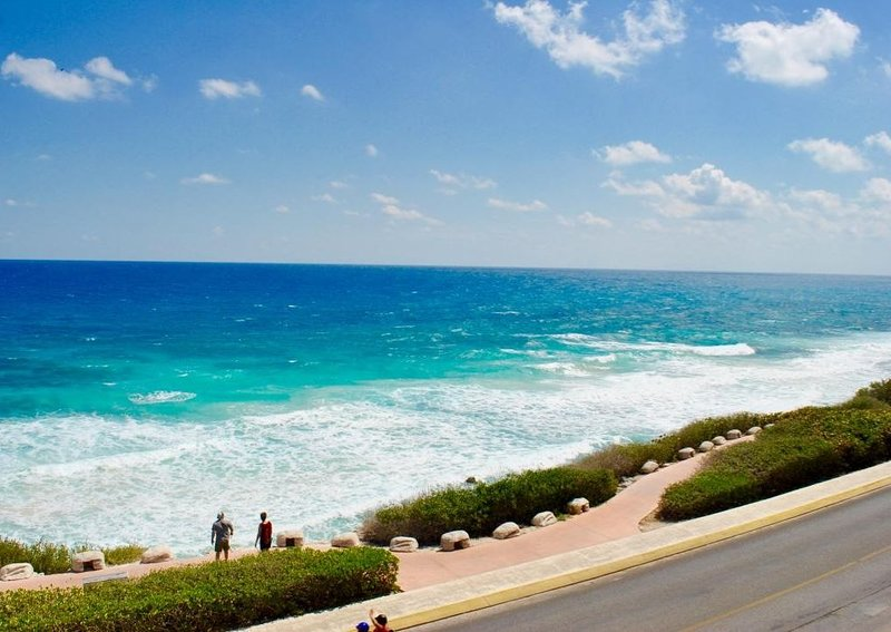 Isla 33 - Two Bedroom Villa 2303, location de vacances à Playa Mujeres