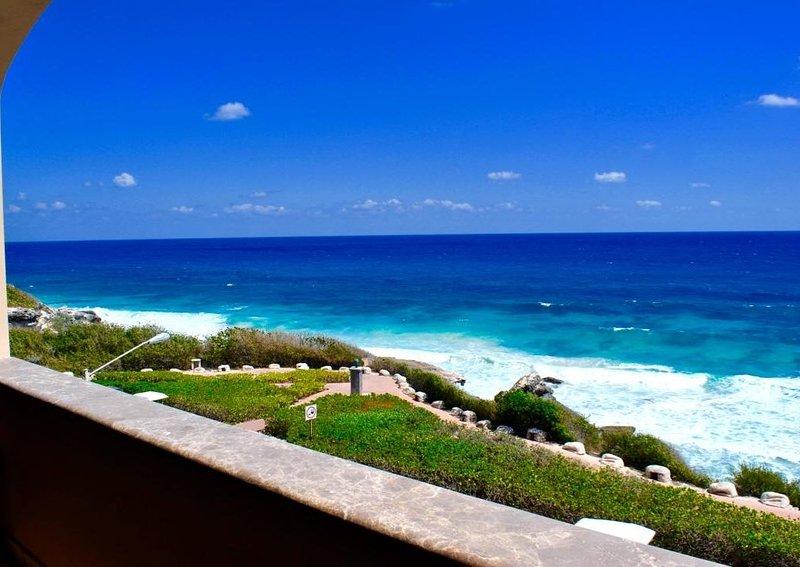 Isla 33 - 3 Bedroom Villa 2303/13, holiday rental in Playa Mujeres