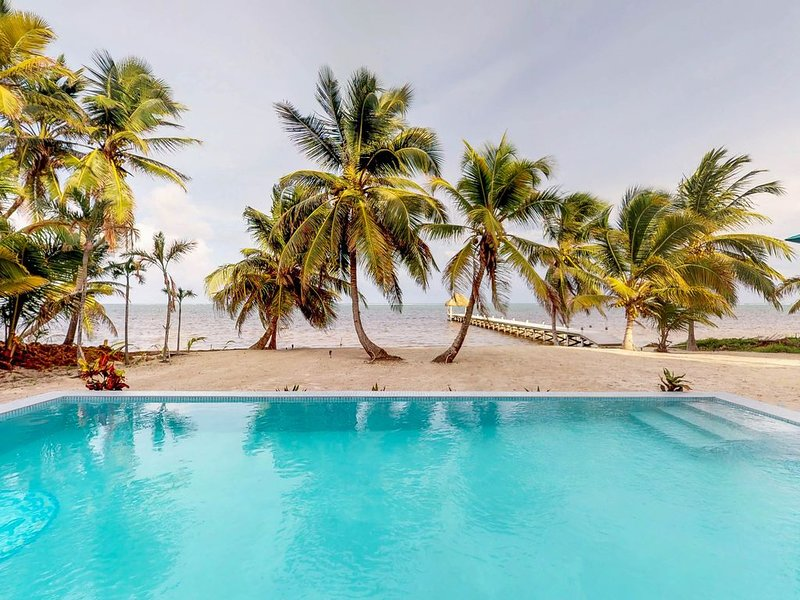 Serene beachfront condo with a shared pool, ocean view, free WiFi & partial AC!, holiday rental in Xcalak