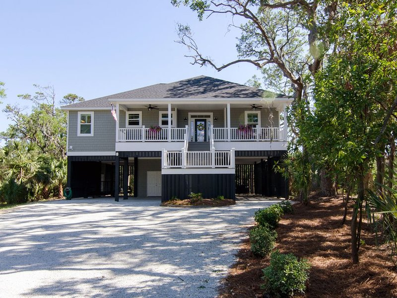 Peggy's Port of Call - Beautiful Pet Friendly 3BR Resort Home w/ Lagoon Views, vacation rental in Edisto Island