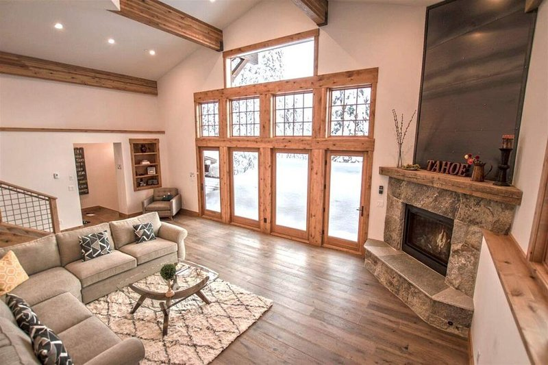 Luxury at its Best! Gorgeous Kitchen. Stunning Updated House with Breathtaking V, vakantiewoning in Olympic Valley