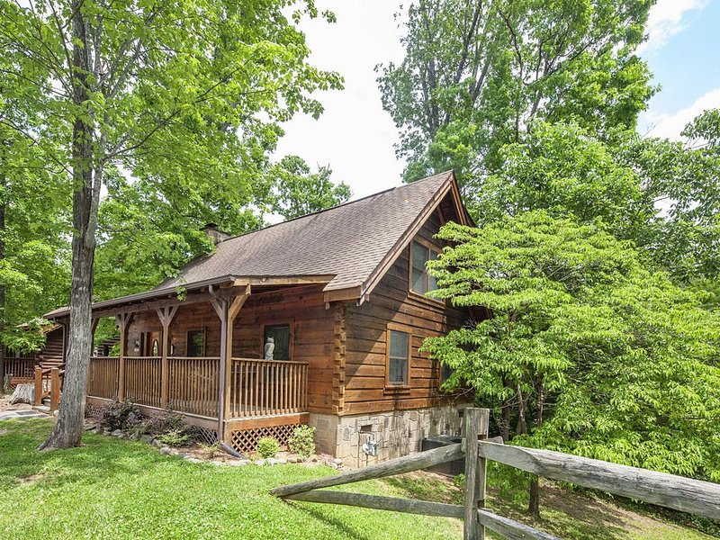 ER64 - Heavenly Peace - Great location...close to all the action!, holiday rental in Pigeon Forge
