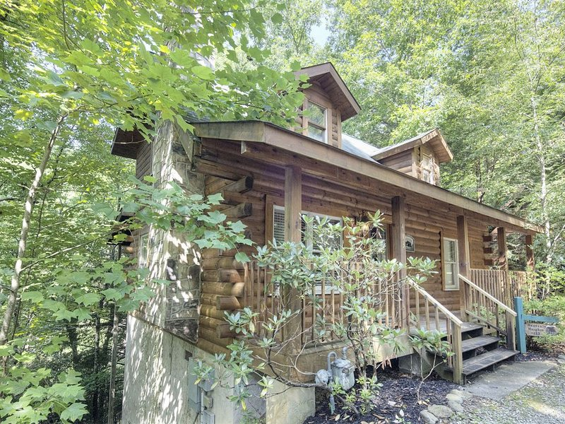 HEAVENLY HEIGHTS - GREAT LOCATION!  CLOSE TO ALL THE ACTION!, location de vacances à Parc national des Great Smoky Mountains