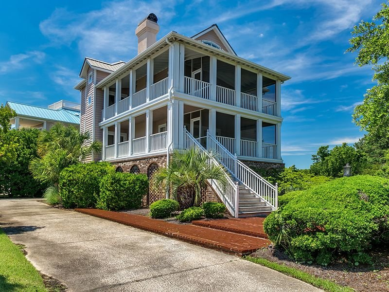 BeachHouse Paradisewith Screened Porches, decks, library, and wifi, vacation rental in Georgetown