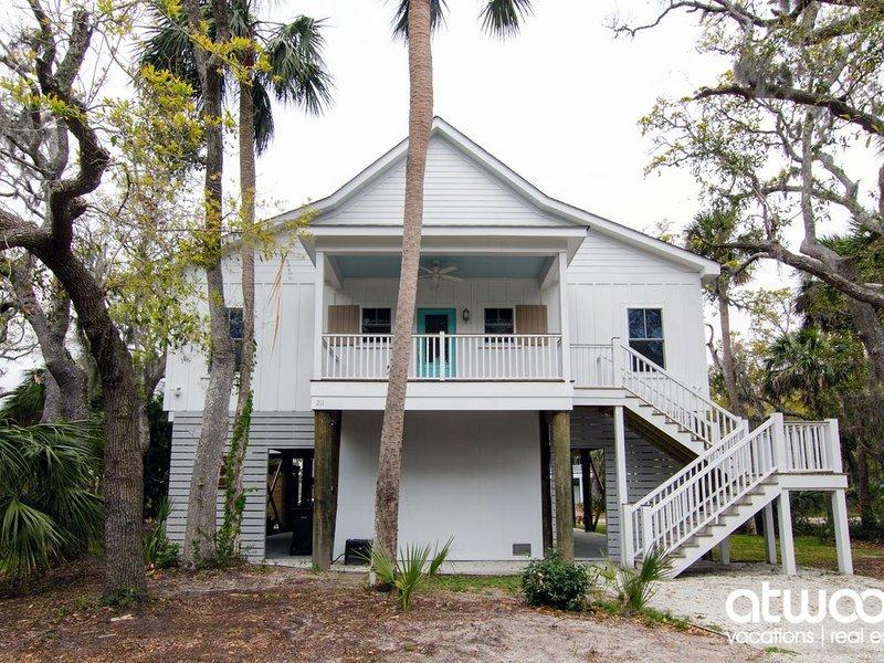 Trap House - Beautiful Custom Home w/ Screened Porch & Easy Beach Access, aluguéis de temporada em Edisto Beach